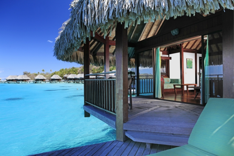 796Island-Luxury-Overwater-Bungalow-2